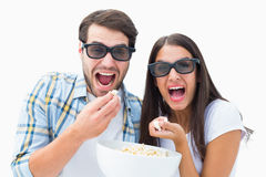 Pares novos atrativos que olham um filme 3d Imagem de Stock Royalty Free