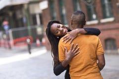 Pares novos bonitos felizes no amor Imagem de Stock