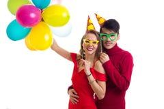 Pares novos com balões Imagem de Stock