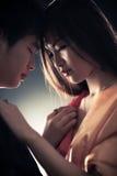 Pares novos de japão no amor Fotos de Stock Royalty Free