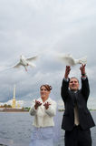 Pares novos do casamento Foto de Stock Royalty Free