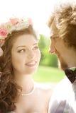 Pares novos do casamento no amor Foto de Stock Royalty Free