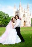 Pares novos do casamento no amor Fotos de Stock