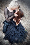 Pares novos do goth ao ar livre Fotografia de Stock