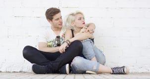 Pares novos do moderno na moda no amor filme