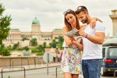 Pares novos do turista Imagens de Stock Royalty Free