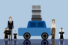 Pares novos dos viajantes prontos para a viagem por estrada Imagens de Stock