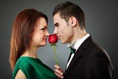 Pares novos encantadores no dia de Valentim Imagens de Stock Royalty Free