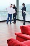 Pares novos felizes que compram para casa Imagem de Stock Royalty Free