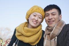 Pares novos fora no inverno, Pequim Imagens de Stock