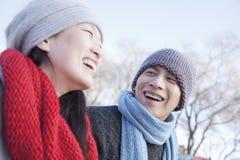 Pares novos fora no inverno, Pequim Foto de Stock