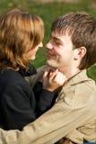 Pares novos no amor Fotografia de Stock Royalty Free