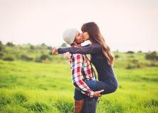 Pares novos no amor Fotografia de Stock