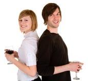 Pares novos que comem o vinho vermelho Imagem de Stock Royalty Free