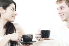 Pares novos que compartilham do tempo do café Foto de Stock Royalty Free
