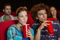 Pares novos que olham um filme Fotos de Stock