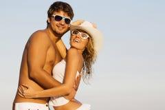 Pares novos românticos fotografia de stock