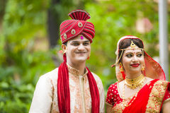 Pares novos tradicionais indianos casados Foto de Stock Royalty Free