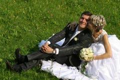 pares Nuevo-casados Imágenes de archivo libres de regalías
