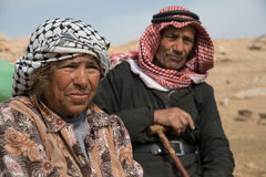Pares palestinos mayores en el pueblo de Cisjordania Jordan Valley Fotografía de archivo