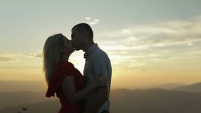 Pares preciosos junto Relación y amor Cámara lenta almacen de metraje de vídeo