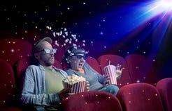 Pares preciosos que miran la película 3D Imagen de archivo