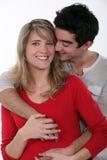 Pares que abrazan en estudio Imagen de archivo libre de regalías