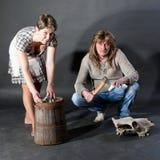 Pares que actuam como a família velha da vila do tempo Foto de Stock Royalty Free