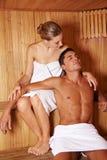 Pares que apreciam a sauna junto Imagem de Stock Royalty Free