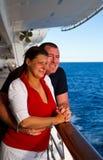 Pares que apreciam umas férias do cruzeiro Foto de Stock