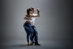 Pares que bailan el danse social fotos de archivo