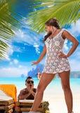 Pares que disfrutan de sus vacaciones de verano Imagen de archivo