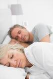 Pares que dormem pacificamente fotografia de stock