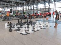 Pares que juegan a ajedrez Fotos de archivo libres de regalías