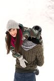 Pares que juegan en nieve Foto de archivo libre de regalías