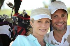 Pares que juegan a golf Foto de archivo libre de regalías
