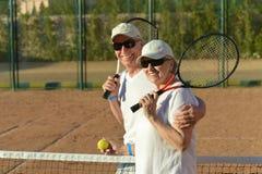 Pares que juegan a tenis Foto de archivo libre de regalías