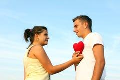 Pares que muestran amor Foto de archivo libre de regalías