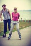 Pares que muestran el afecto durante paseo Foto de archivo libre de regalías