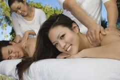 Pares que reciben masaje Fotografía de archivo