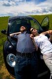 Pares que relaxam no sol 3 imagens de stock