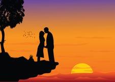 Pares que se besan en puesta del sol stock de ilustración
