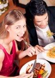 Pares que têm o jantar junto Fotografia de Stock Royalty Free
