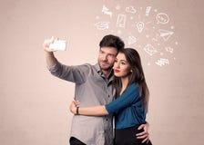 Pares que toman el selfie con los pensamientos ilustrados Fotografía de archivo