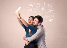 Pares que toman el selfie con los pensamientos ilustrados Imagenes de archivo