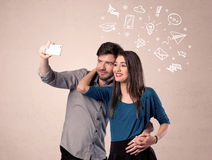 Pares que toman el selfie con los pensamientos ilustrados Imagen de archivo