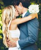 Pares románticos de la boda Fotografía de archivo