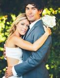 Pares románticos de la boda Fotos de archivo