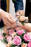 Pares románticos en la boda Fotografía de archivo
