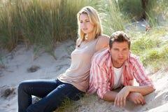 Pares românticos ao ar livre fotografia de stock